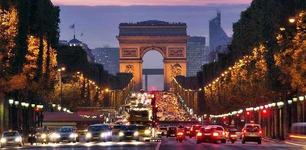 Paris'e gidiş dönüş vergiler dahil 144$'dan başlayan fırsatlar