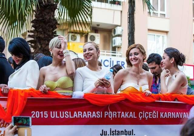 Adana ve Alaçatı'da festival zamanı