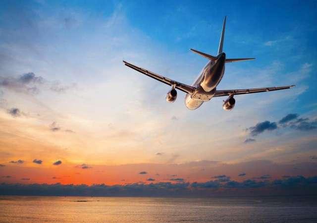 Uçaklar neden eğri çizerek uçar?
