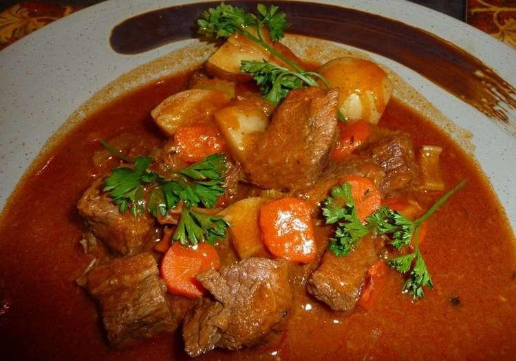 Мясо с овощами тушеное с соусом