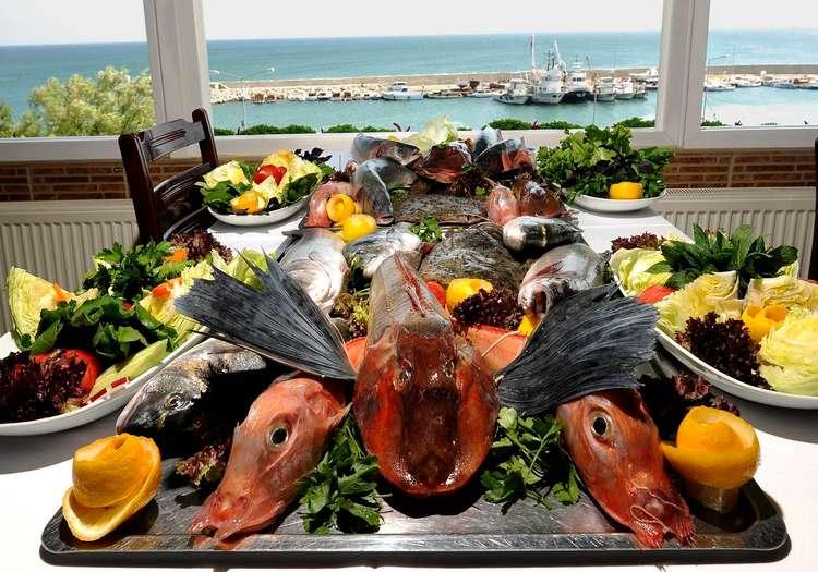 Deniz ürünleri içeren bir yemek molası