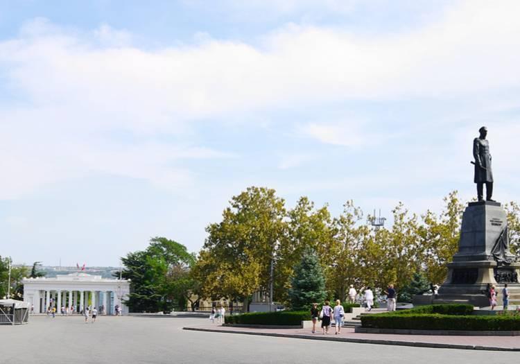 Amiral Nakhimov Anıtı