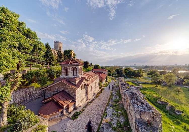 Kalemegdan Parkı'nda Tuna ve Sava nehirlerinin arasında dolaşın