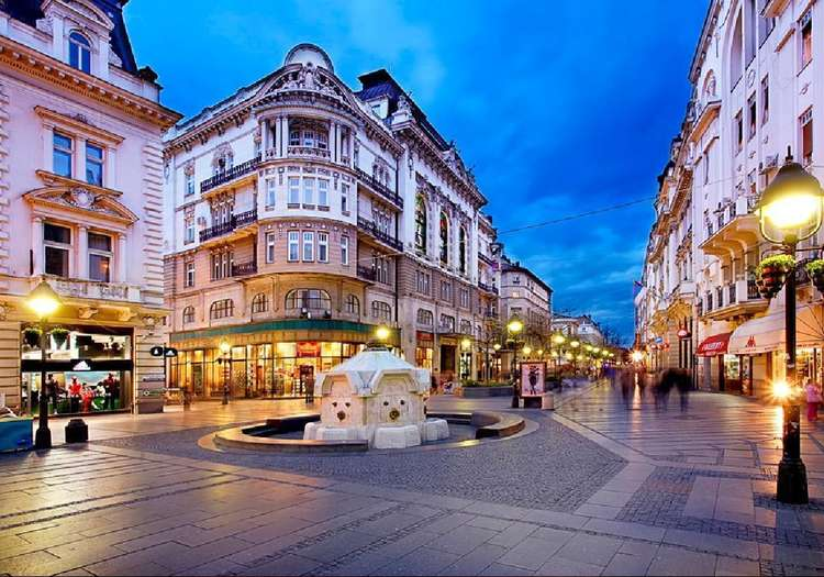 Knez Mihailova Caddesi'nde yılbaşı alışverişi yapın