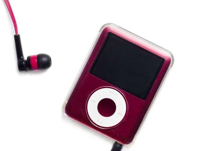 cf1787c7dc413 Tabii müzik dinlediğimiz bu küçük ve değerli cihazları havalimanında  unutmak veya kaybetmek de çok kolay. İşte bu aşamada eğer uzun bir süre  sahibi ...