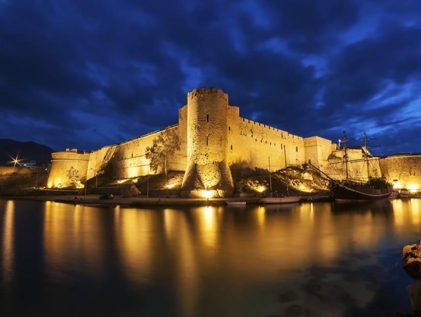 2- Adanın tarihi ve doğal güzelliklerin keşfet