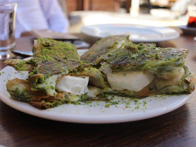 Kahvaltını seç: Beyran mı, katmer mi?