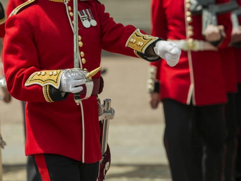 2- Londra'da kraliyet muhafızlarının nöbet değişimini izle