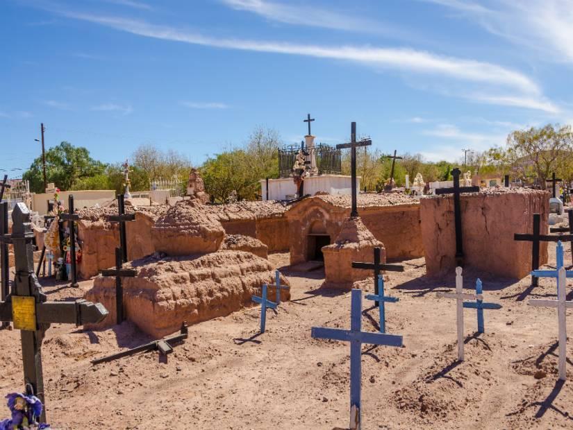 2. Şili'de mezarlıkta gece kampı