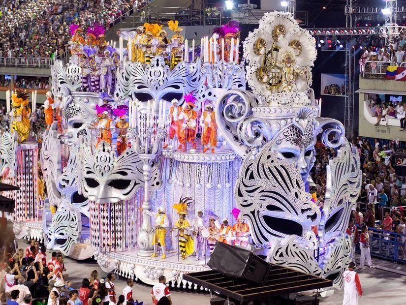 10- Rio Karnavalı'na katılın